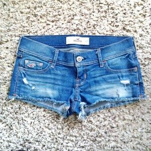 NWOT Hollister Low Rise Frayed Hem Denim Shorts